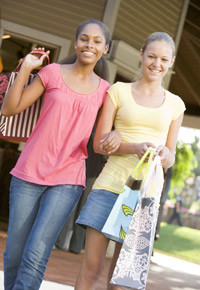 two-teen-girls-shopping